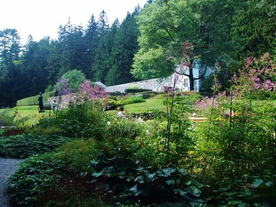 Marsh - Billings - Rockefeller National Historical Park: Enjoy walking around the gardens after the tour