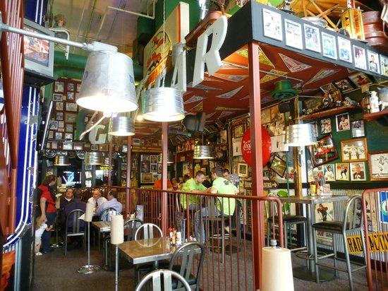 Sanford's Grub & Pub: Interno del locale