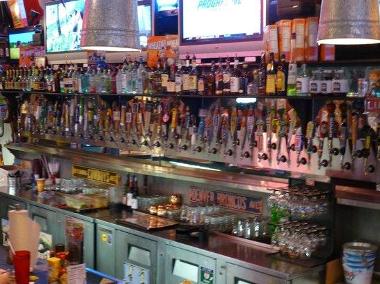 Sanford's Grub & Pub: bar birre alla spina
