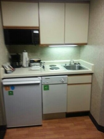 HYATT house Charlotte Airport : mini kitchen