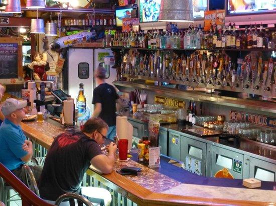 Sanford's Grub & Pub: zona bar-birreria