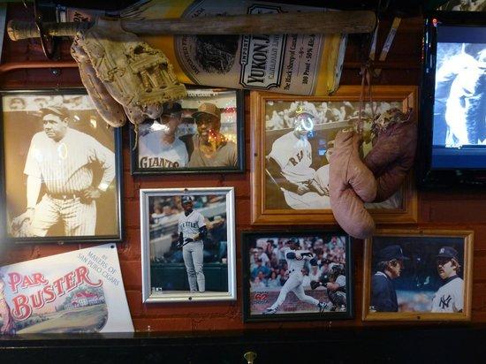 Sanford's Grub & Pub: memorabilia