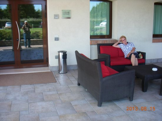 Park Hotel Annia: Relaxing on the veranda