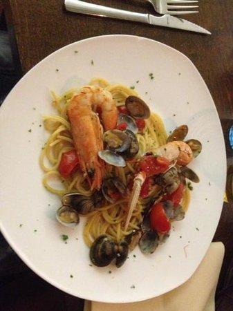 Libero: ottimo primo piatto ... spaghetti con frutti di mare!! buonissimo!!