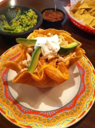 La Magdalena: Taco salad with chicken