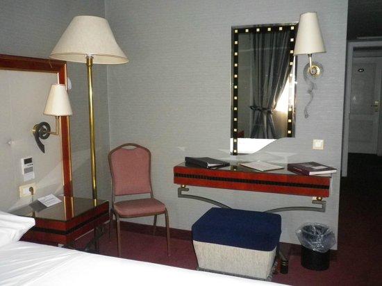 Piraeus Theoxenia Hotel : Room Vanity