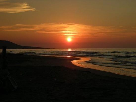 Camping Riviera Village: il tramonto in spiaggia