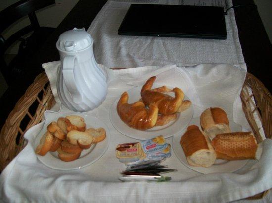 Aguaribay Apart hotel: Desayuno a la habitacion