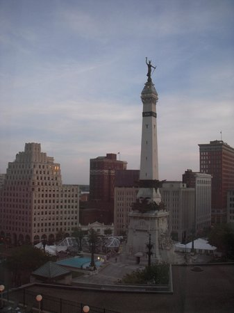Sheraton Indianapolis City Centre Hotel: monument view