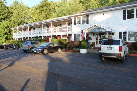 Chatham Travel Lodge: the motel