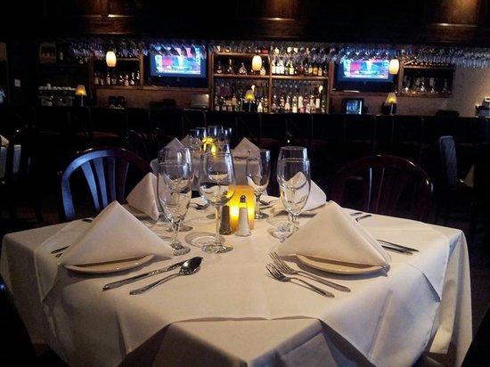 Via Emilia Italian Restaurant: Via Emilia's Full Bar (features live music Thursday-Saturday)