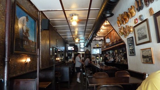 Dutch Ale House: Pub atmosphere