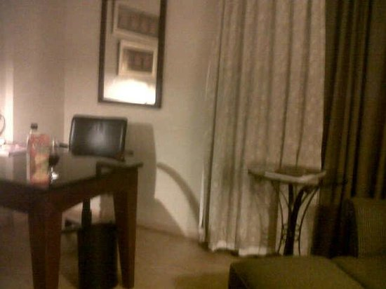 Sheraton Lagos Hotel: massive writing desk