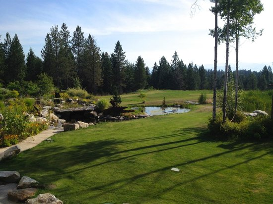 Talus Rock Retreat: Stunning backyard!!