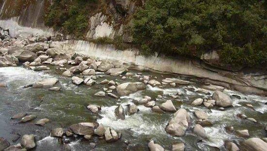 Andina Luxury: Rio Urubamba visto desde nuestra habitación,-