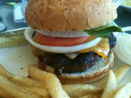 Mammoth Hot Springs Dining Room: The Bison Burger