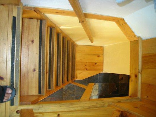 Entre Cimes et Racines: Escalier de chambre à pic (Esc. à 2)