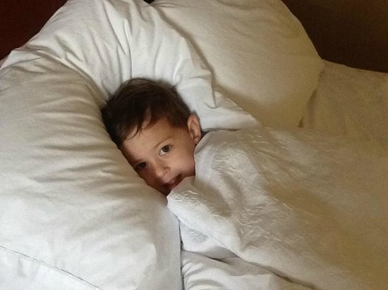 Hampton Inn Utica : snuggled up after swimming in the pool
