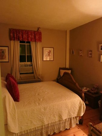 The Ira Allen House Bed and Breakfast : Second bedroom of the Abigail suite