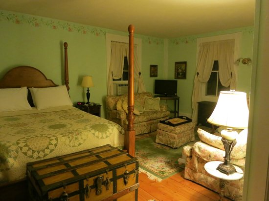 The Ira Allen House Bed and Breakfast: First bedroom of the Abigail suite