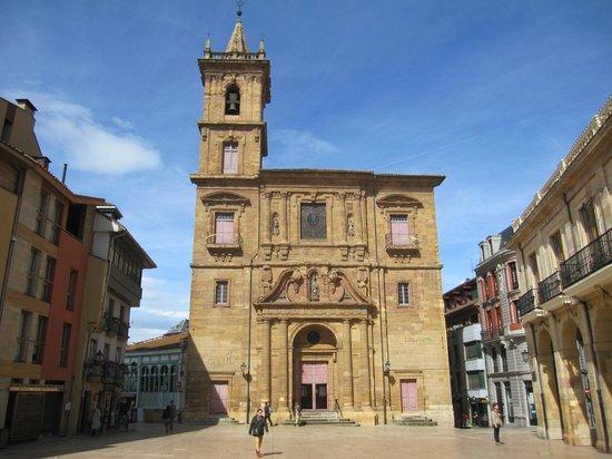 Parroquia de San Isidoro El Real : Vista de la fachada.