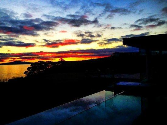 Hei Matau Lodge: Infinity Pool and Rangi (w filter)