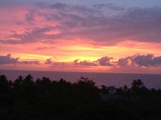Stella Maris Resort Club: Beautiful Sunset over the Atlantic from Hotel Balcony