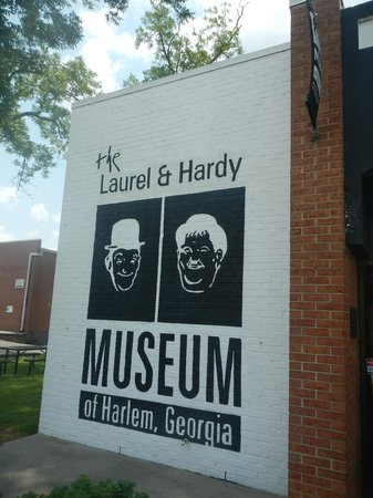 The Laurel and Hardy Museum of Harlem, Georgia: The parking lot