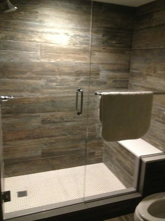 Lakehouse Hotel & Resort: Gorgeous bathroom shower
