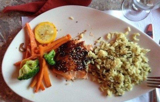 Auberge Gabriele Inn: saumon Teriyaki cuit sur planche de cèdre