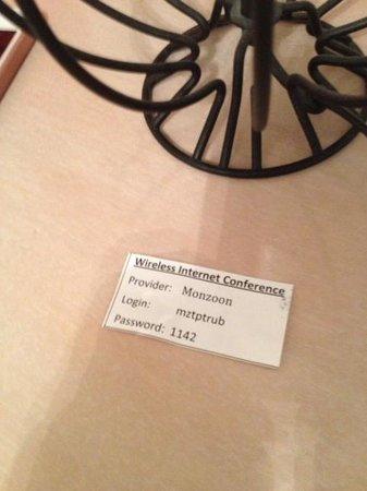 Carlton-Europe Hotel: WiFi用のアクセスNOをフロントでもらいました。