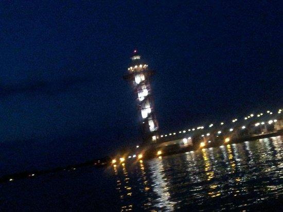 Sheraton Erie Bayfront Hotel: Lighthouse at night on Presque Isle Bay @Bayfront Sheraton