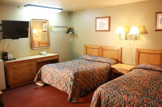 Coachman Inn Motel: Room