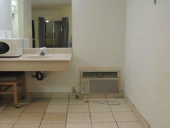 Wills Fargo Motel: Super quiet air conditioner