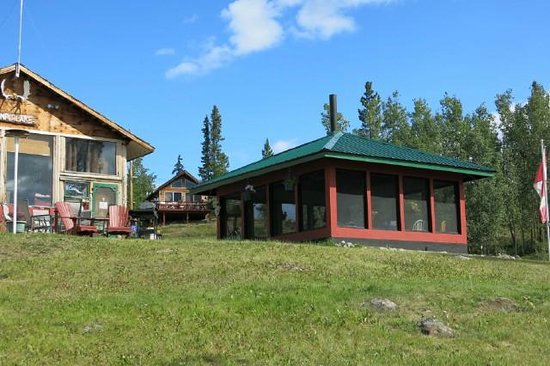 Nimpo Lake Resort: Campers Mosquito free Hut with fireplace for cool evenings