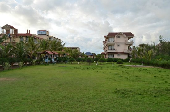 Hotel Dreamland: From Hotel Lawn