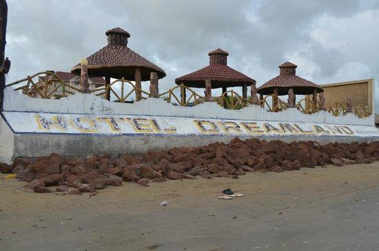 Hotel Dreamland: From Beach