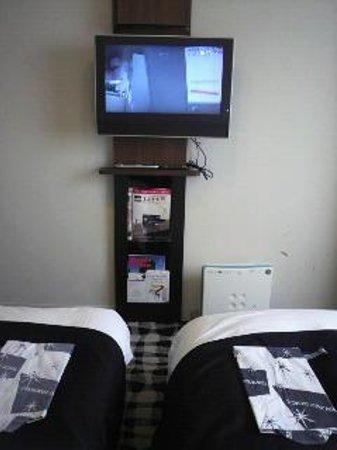APA Hotel & Resort Tokyo Bay Makuhari: テレビはこの位置