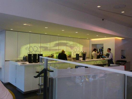 L'Atelier Renault Cafe: bar