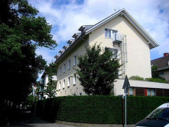 Hotel Kriemhild : ホテル裏側