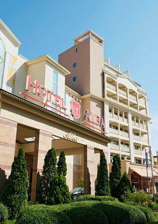 Alba Hotel: Hotel Facade front
