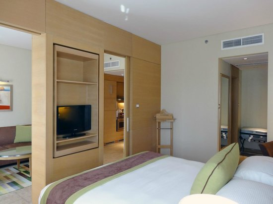 Nour Arjaan by Rotana - Fujairah : Classic Suite - Bedroom