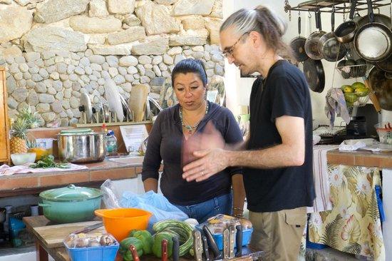 El Jardin Yelapa: kitchen open to main room