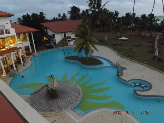 Turyaa Kalutara: pool from the rooms balcony