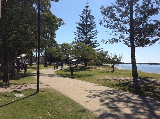 Paradise Point Parklands: Paradise Point walkway