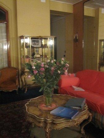 Grand Hotel Londra : фойе