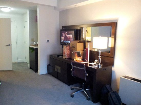 Hotel Adagio, Autograph Collection: TV and desk area