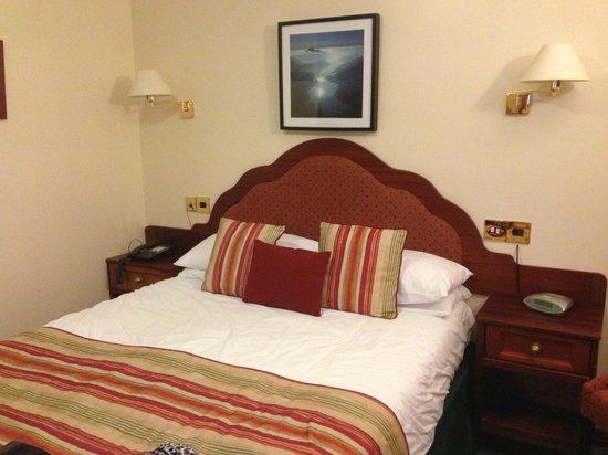 Clan Macduff Hotel : Bed room