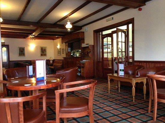Clan Macduff Hotel : Hotel bar