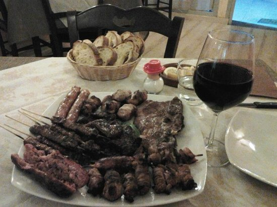 El Matador : L'arrosto misto con calice di vino rosso